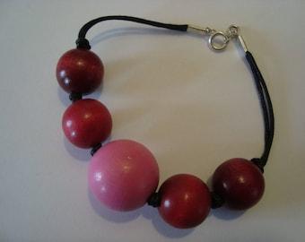 Bracelet pink, red wood