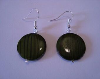 Round green earrings