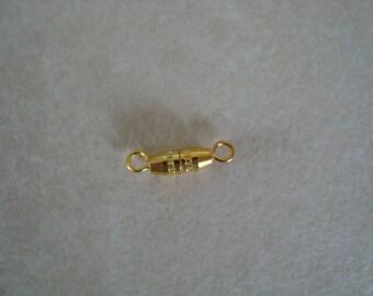 1.5 cm gold screw clasp