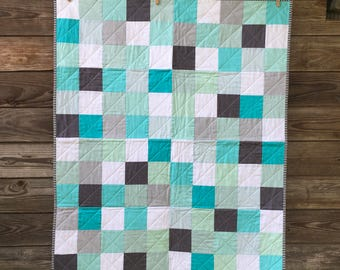 Baby quilt, Modern Baby quilt, baby blanket, gender neutral baby quilt (blue, aqua, grey, white)