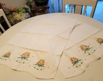 Vintage embroidered pillowcases in a set of 2