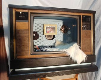 Pet bedroom made from a vintage TV. For a small to medium pet.