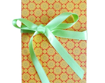 Leporello, 17 x 12 cm Accordion folder with yellow-orange vintage motif and ribbon