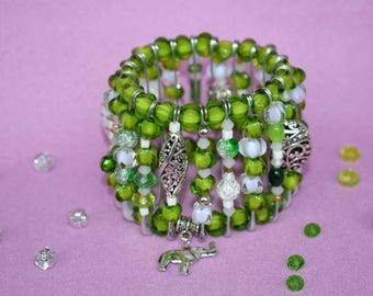 Women's green bracelet Women's white bracelet Elastic bracelet Beaded bracelet Stretch bracelet Talisman Winter gift wife Christmas jewelry