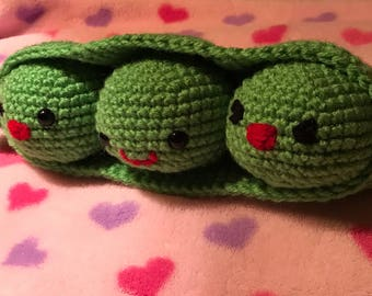 Three peas in a pod / crocheted peas / amigurumi peas / valentine three peas in a pod