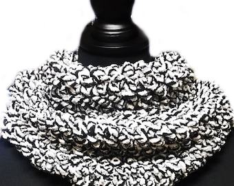 Cowl in Black and White Pattern