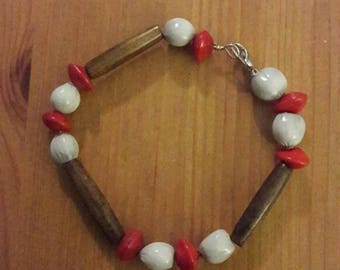 Bracelet seeds and wood