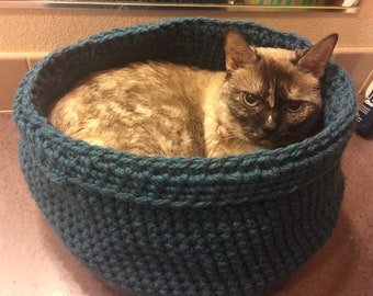 Crocheted Pet Bed/Cat Basket