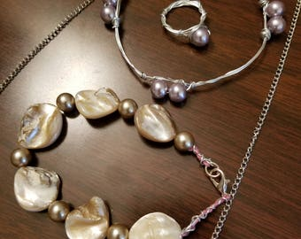 Pearl Gift Set! Earrings, bracelet and necklaces!