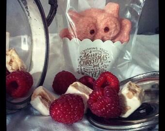 Effervescent Nougat-raspberry organic bath bomb