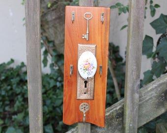 Jewelry, keys, leash, eyeglasses holder.