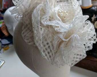 Elegant ivory, fascinator on a head band, easy to wear to bring a touch of elegance to your outfit.
