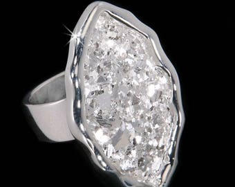 Marquise/Oval-eye silver ring made of 999 silver crystals that no one else had ever discovered. Glittering, sparkling, and shimmering.