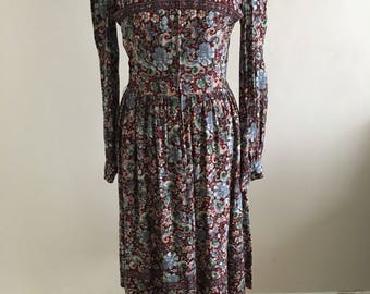 Beautiful late 70's early 80's vintage wallis dress