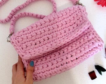 Pink knitted bag