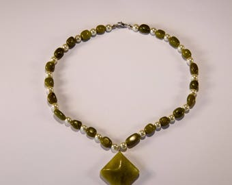 Elegant Vintage Green Stone Necklace