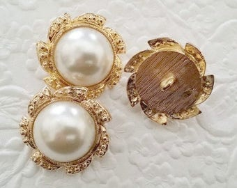 CLEARANCE - 3 vintage buttons, gold tone buttons, ivory buttons, shank buttons, 1 inch buttons
