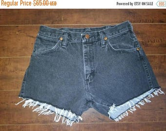 Closing Shop 40%off SALE Wrangler Shorts, Wranglers Jean cut off shorts, cutoffs Jean Shorts   W 28 waist  faded black
