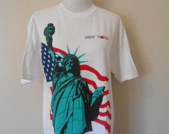 Closing Shop 40%off SALE Vintage NYC New York City tee, Statue of Liberty t shirt