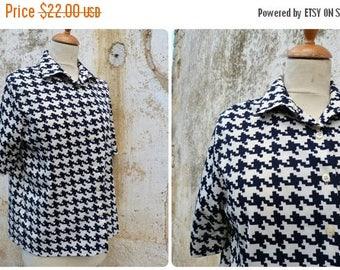 ON SALE Vintage 1970/1980 French pied de coq navy blue & white  blouse  size L