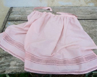 Vintage 1970/70s Tyrol Austria Trachten dirndl soft pink eyelet embroidered cotton apron with silvered buckle