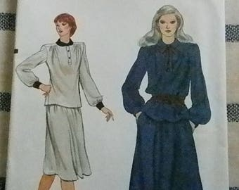 Christmas in July Vintage Vogue Misses Top and Skirt Pattern # 7791, Uncut Size 10