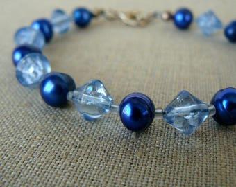 Royal Blue Pearl Bracelet, Fresh Water Pearls and Glass Bead Bracelet, Light Blue Everyday Jewelry, Beaded Jewelry, Elegant Bracelet