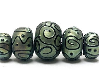 ON SALE 30% off Five Graduated Green Pearl Surface w/Black Rondelle Beads - Handmade Glass Lampwork Beads - 11203811