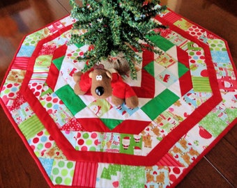 Christmas Table Topper, Quilted Table Runner, Octagon Table Quilt, Red White and Green, Fun Christmas Table Decor, Quiltsy Handmade