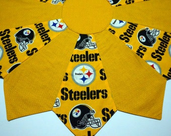 Pittsburgh Steelers Table Topper Reverses to Halloween Christmas Holly Leaves