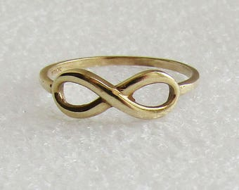 Solid 10K yellow gold Infinity Symbol Ring in size 7.25, nice little vintage band, free US first class shipping