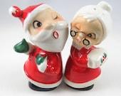 Un clin de œil père et Mme Claus salière poivrière, Vintage, peint, décor de Noël, collection
