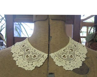 Vintage Schiffli Lace Collar Ivory Colored Peter Pan Design