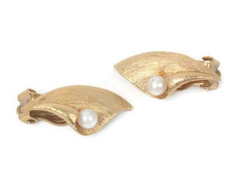 Calla Lily Earrings Pearl Accent Gold Tone Clip On Vintage