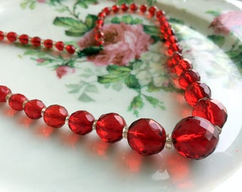 Art Deco Red Faceted Glass Beaded Necklace Graduated beads