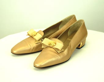 1980s St. John shoes loafers bow on toe gold metallic leather Size 9.5