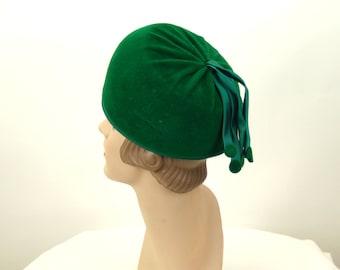 1960s hat green felt fur Lisa hat with satin tassels Christmas hat Size 21.5