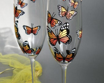 Monarch Butterflies Toasting Flutes Set of 2 Personalized Champagne glasses Wedding or Anniversary