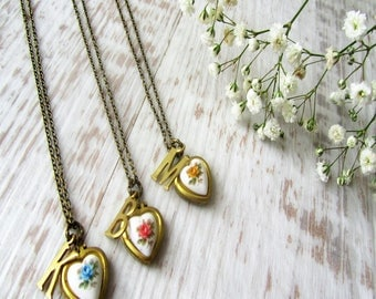 Vintage Heart Locket Necklace, Personalized Locket, Gold Heart Locket, Flower Locket, Mothers Day Gift for Her, Locket Necklace Gift