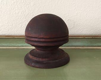 vintage hat display / vintage stair banister knob