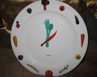 Vintage plate Clock with vegetables-in good working condition