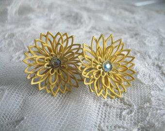 Vintage Enamel & Rhinestone Flower Earrings ~  Yellow ~ Screwback