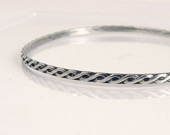 Sterling silver wavy pattern bangle