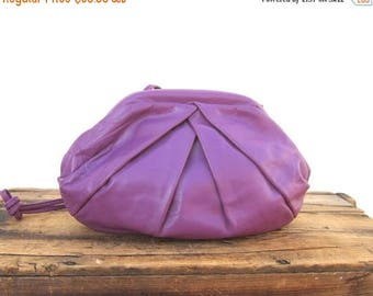 SALE Vintage Clamshell Metal Frame Opening Magenta Pleated  Leather Clutch