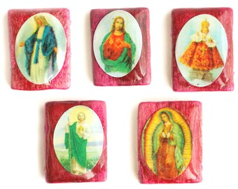 Religious Figure Beads in Hot Pink. Double Drilled Beads. Bright Pink Wood Beads. Decoupage Beads. 16mm x 15mm