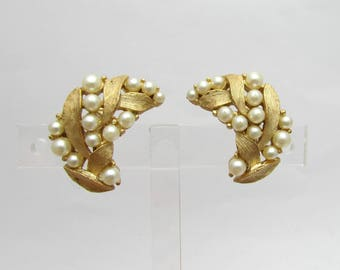Crown Trifari Pearl Earrings - gold tone etched finish - clip earrings 1950s - free US shg