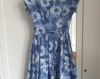 Blue cotton Chrysanthenum pattern floral dress 50s Small S