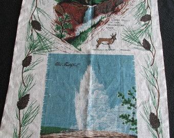 T19 Vintage Souvenir Kitchen Dish Tea Towel Yellowstone National Park Old Faithful