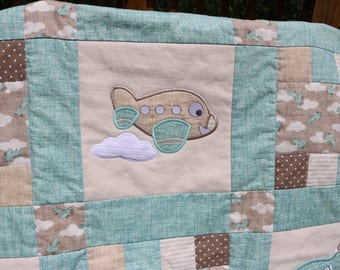 The Friendly Skies Baby Quilt, Airplane baby blanket, Crib Quilt, Applique Baby Quilt, Applique Airplanes