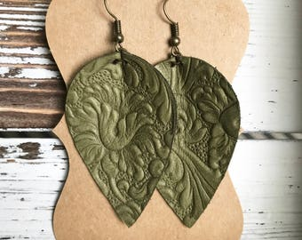 Leather Petal earrings - Olive Design
